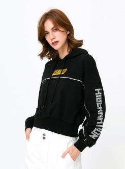 三福2019春裝新品女英文印花連帽衛衣 短款棉質上衣女